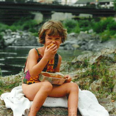 Amélie Morin enfant - Graphiste de l'agence de communication Haticom